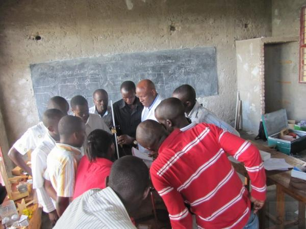 Teachers being trained in using Physics Lab materials at GS Munini