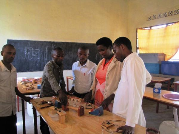 Teachers doing Electricity Experiments in Training at GS Kavumu Musulman
