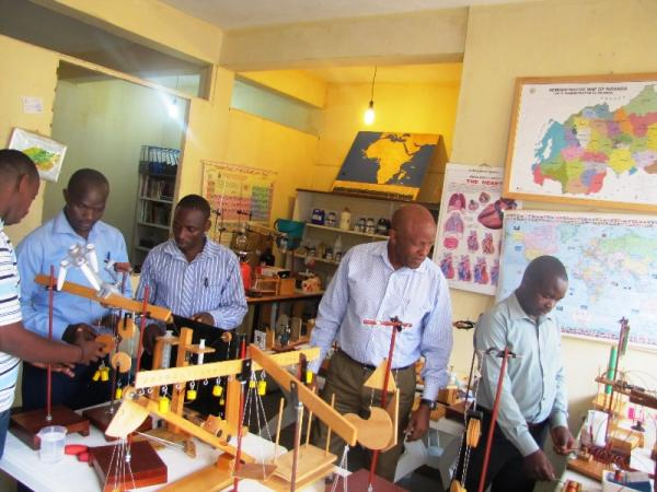 GS Rulindo Teachers doing Physics Experiments at SES lab