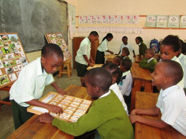 Ecole Internationale Pupils using the reading grid
